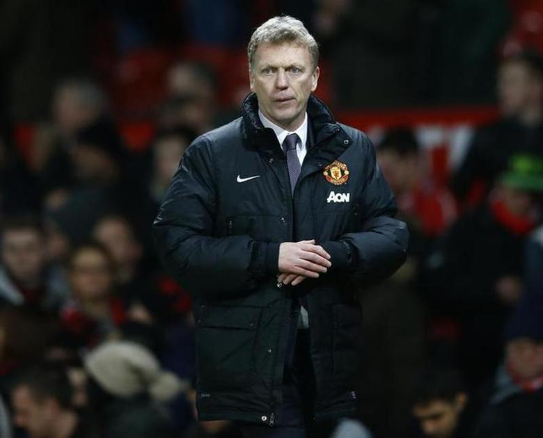 Manchester United manager David Moyes walks back to the dressing rooms after their English Premier League soccer match against Fulham at Old Trafford in Manchester, northern England, February 9, 2014. REUTERS/Darren Staples