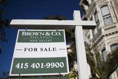 Une maison à vendre dans le quartier de Mission à San Francisco. Les reventes de logements aux Etats-Unis ont diminué de 5,1% en janvier, leur rythme le plus faible depuis juillet 2012, sous l'effet conjugué du froid et d'une offre réduite. /Photo prise le 9 décembre 2013/REUTERS/Stephen Lam