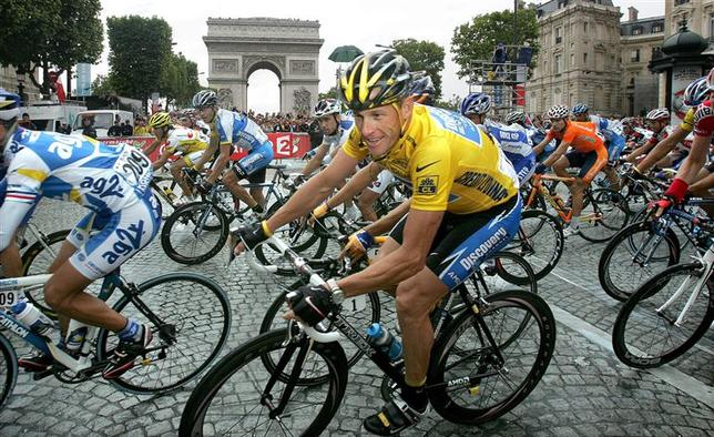 Discovery Channel team rider Armstrong passes the Arc de Triomphe in Paris after winning his seventh Tour de France in this July 24, 2005, file photo. REUTERS/Philippe Wojazer