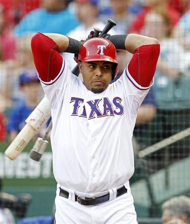 Texas Rangers' Nelson Cruz warms up in the on deck circle before batting Arizona Diamondbacks in the fourth inning of their MLB interleague baseball game in Arlington, Texas August 1, 2013. REUTERS/Mike Stone