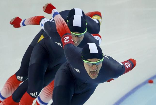Ewen Fernandez of France leads his team in the final to decide 7th and 8th place in the men's speed skating team pursuit race during the 2014 Sochi Winter Olympics, February 22, 2014. REUTERS/Marko Djurica