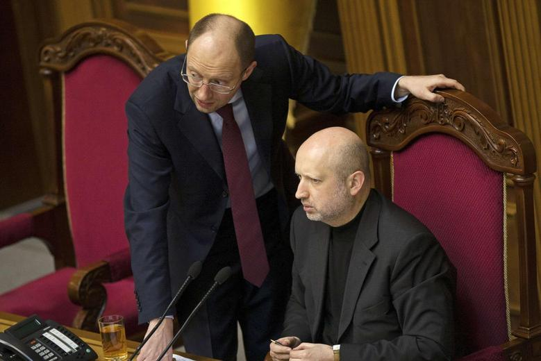 Newly-elected speaker of parliament Oleksander Turchinov speaks with opposition leader Arseny Yatsenyuk (L) during a parliament session in Kiev February 23, 2014. REUTERS/Alex Kuzmin