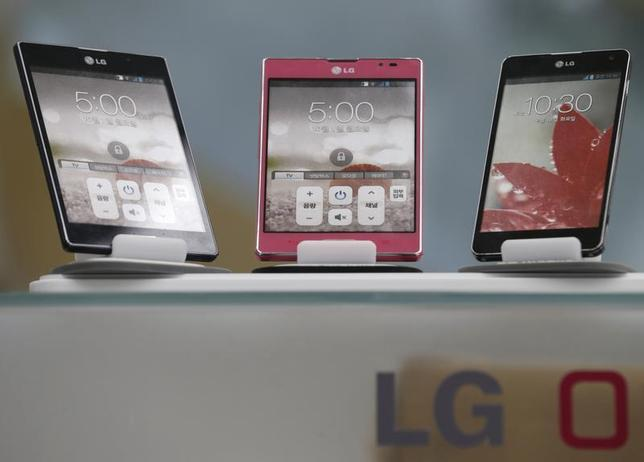 LG Electronics' smart phones are displayed at a shop in central Seoul, July 23, 2013. REUTERS/Lee Jae-Won/Files