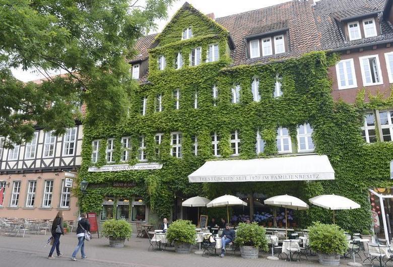 Two girls enter a ''Tea House'' in downtown Hanover, June 26, 2012. REUTERS/Fabian Bimmer