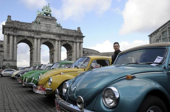 Volkswagen Beetle cars are parked in a line in front of the triumphal arch at the arcades of the Parc du Cinquantenaire during a ''Love Bugs Parade'' in Brussels February 16, 2014. REUTERS/Laurent Dubrule