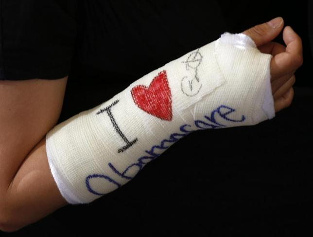 Cathey Park of Cambridge, Massachusetts shows her cast signed by U.S. President Barack Obama after he spoke about health insurance at Faneuil Hall in Boston October 30, 2013. REUTERS/Kevin Lamarque