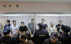 """Обвиняемые по """"Болотному делу"""" слушают приговор 24 февраля 2014 года. Замоскворецкий суд Москвы в понедельник оставил за решеткой на сроки свыше года семерых подсудимых по """"Болотному делу"""", спровоцировав сотни недовольных на новые акции протеста, которые закончились массовыми задержаниями. REUTERS/Maxim Shemetov"""