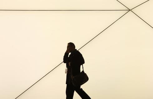 EU lawmakers delay vote on scrapping roaming fees by 2015
