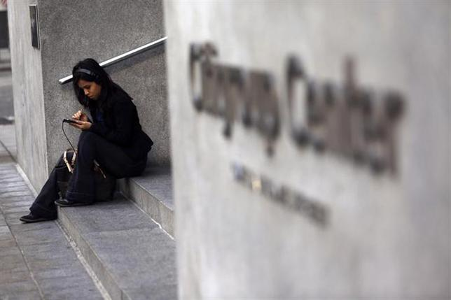 A woman uses a smartphone in the financial district in San Francisco, California November 6, 2013. REUTERS/Robert Galbraith/Files