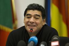 Foto de archivo de Diego Maradona en una rueda de prensa en Roma. Feb 14, 2014. Diego Maradona fichó con el canal venezolano de televisión Telesur como comentarista del Mundial de Brasil, una decisión que describió como un tributo a su amigo el fallecido presidente Hugo Chávez. REUTERS/Giampiero Sposito