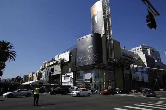 The intersection of Hollywood Blvd and Highland Avenue is pictured during preparations for the 86th Academy Awards in Hollywood, California February 24, 2014. REUTERS/Mario Anzuoni