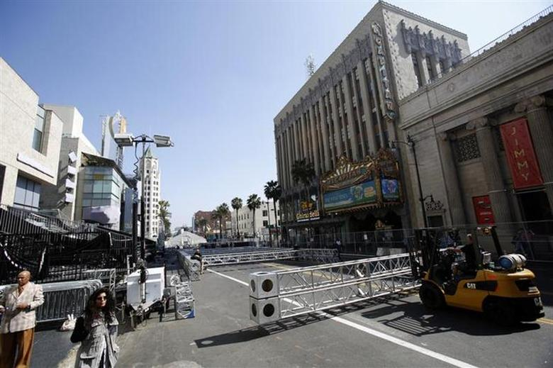 Workers move scaffolding during preparations for the 86th Academy Awards in Hollywood, California February 24, 2014. REUTERS/Mario Anzuoni