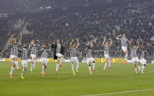 Juventus' players acknowledge their supporters at the end of their Italian Serie A soccer match against Torino at Juventus Stadium in Turin February 23, 2014. REUTERS/Giorgio Perottino