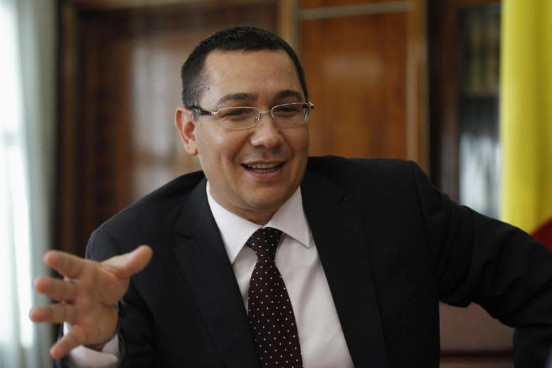 Romania's Prime Minister Victor Ponta gestures as he speaks during an interview with Reuters in Bucharest September 25, 2013. REUTERS/Bogdan Cristel
