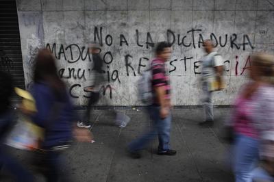 U.S. expels Venezuelan diplomats in tit-for-tat move...