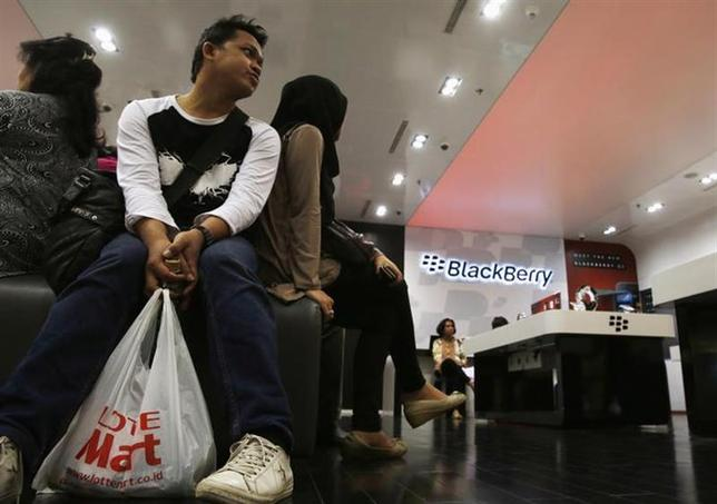 Customers wait for repair services at a BlackBerry service centre in Jakarta September 25, 2013. REUTERS/Beawiharta/Files