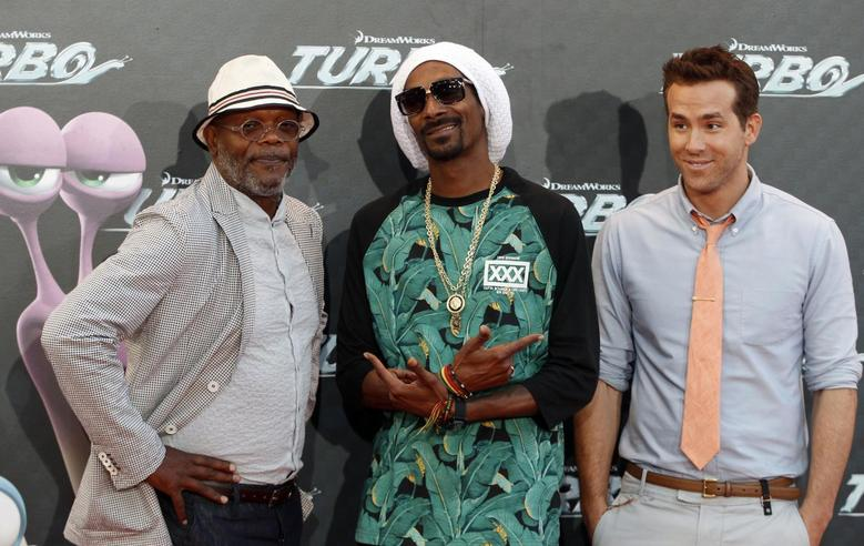 (R-L) Voice cast actors Ryan Reynolds, Snoop Dogg, also known as Snoop Lion, and Samuel L. Jackson pose during the world premiere photocall of their animated movie ''Turbo'' in Barcelona June 25, 2013. REUTERS/Gustau Nacarino