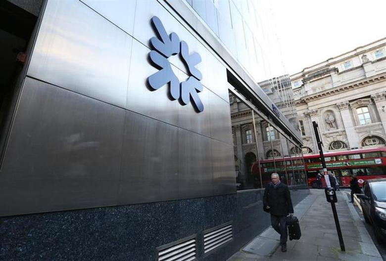 A man walks past a Royal Bank of Scotland building in central London January 28, 2014. REUTERS/Paul Hackett/Files