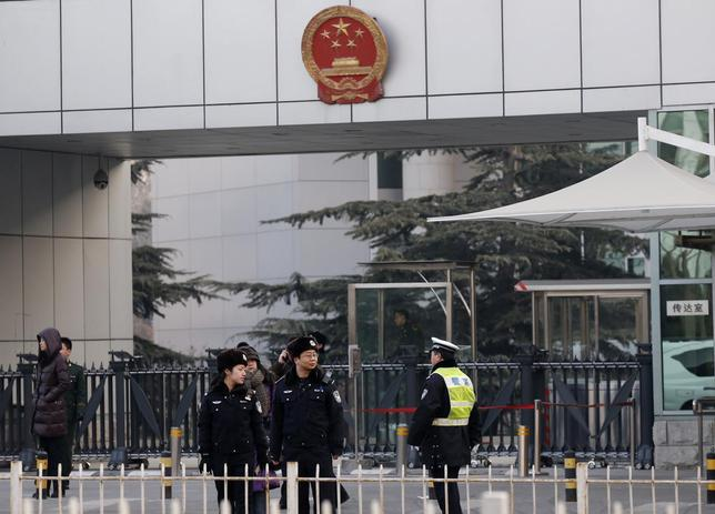 Policemen stand guard in front of the court building in Beijing January 22, 2014. REUTERS/Kim Kyung-Hoon