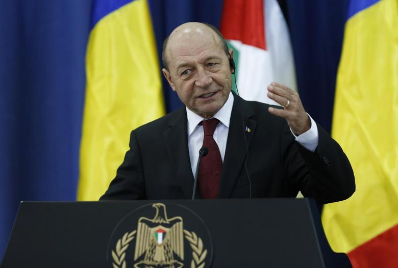 Romania's President Traian Basescu gestures as he speaks during a joint news conference with Palestinian President Mahmoud Abbas in the West Bank city of Ramallah January 21, 2014. REUTERS/Mohamad Torokman