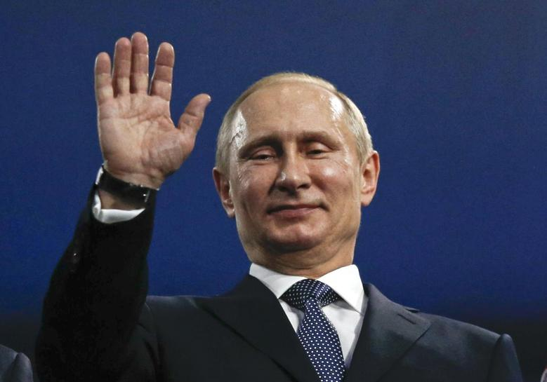 Russia's President Vladimir Putin waves during the closing ceremony for the 2014 Sochi Winter Olympics February 23, 2014. REUTERS/Phil Noble