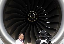 Le groupe britannique Rolls-Royce a dévoilé mercredi un nouveau projet de moteur d'avion dont la performance serait, affirme-t-il, supérieure de 6% à celle de son dernier modèle et qui pourrait être au point d'ici la fin de la décennie. /Photo prise le 11 février 2014/REUTERS/Edgar Su