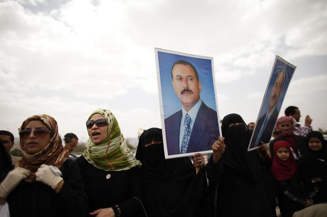Supporters of Yemen's former President Ali Abdullah Saleh hold posters of Saleh outside the al-Saleh mosque after weekly Friday prayers in Sanaa May 17, 2013 file photo. REUTERS/Khaled Abdullah