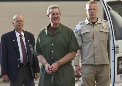 U.S. justices say Allen Stanford victims can sue lawyers, brokers
