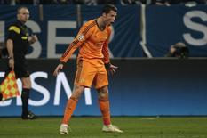 Cristiano Ronaldo comemora gol do Real Madrid contra o Schalke 04 nesta quarta-feira, em Gelsenkirchen. REUTERS/Ina Fassbender