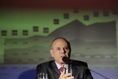 El ministro de Hacienda, Guido Mantega, en una conferencia en su ministerio en Brasilia, feb 20 2014. El ritmo de la recuperación económica de Brasil en el cuarto trimestre del 2013 sorprendió al Gobierno y sugiere una tasa moderada de crecimiento para este año, dijo el jueves el ministro de Hacienda, Guido Mantega. REUTERS/Ueslei Marcelino