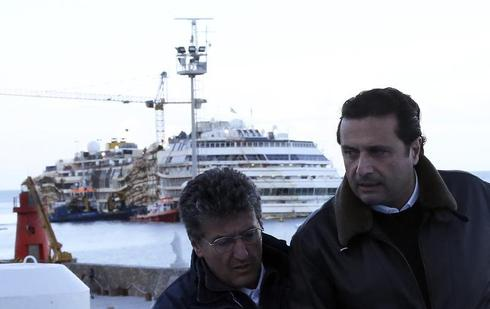 Captain returns to Costa Concordia