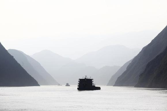 Ships sail on the Yangtze River near Badong, 100km (62 miles) from the Three Gorges dam in Hubei province August 7, 2012. REUTERS/Carlos Barria