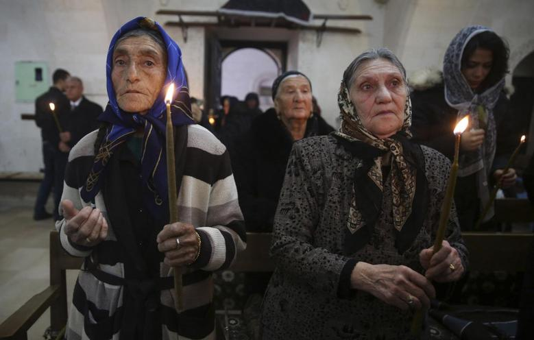 Syriac Christians from Turkey and Syria attend a mass at the Mort Shmuni Syriac Orthodox Church in the town of Midyat, in Mardin province of southeast Turkey in this February 2, 2014 file photo. REUTERS/Umit Bektas/Files