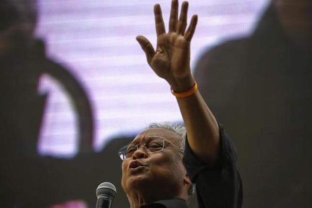 Protest leader Suthep Thaugsuban addresses anti-government protesters at their encampment in central Bangkok February 28, 2014. REUTERS/Athit Perawongmetha