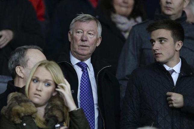 Manchester United's former manager Alex Ferguson looks up before the English League Cup semi-final second leg soccer match between Manchester United and Sunderland at Old Trafford in Manchester, northern England January 22, 2014. REUTERS/Nigel Roddis