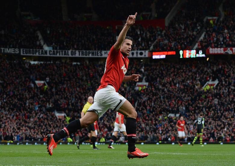 Manchester United's Robin Van Persie celebrates scoring against Stoke City during their English Premier League soccer match at Old Trafford Stadium in Manchester, northern England, October 26, 2013. REUTERS/Nigel Roddis