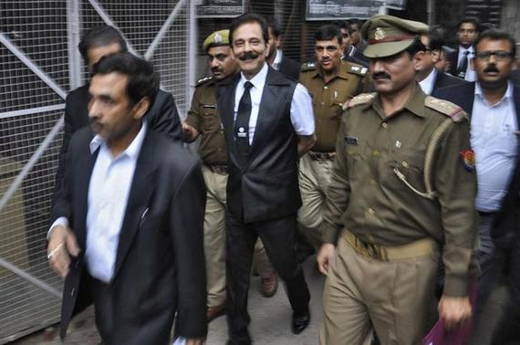 The Sahara group chairman Subrata Roy (C) is escorted by police to a court in Lucknow February 28, 2014. REUTERS/Stringer