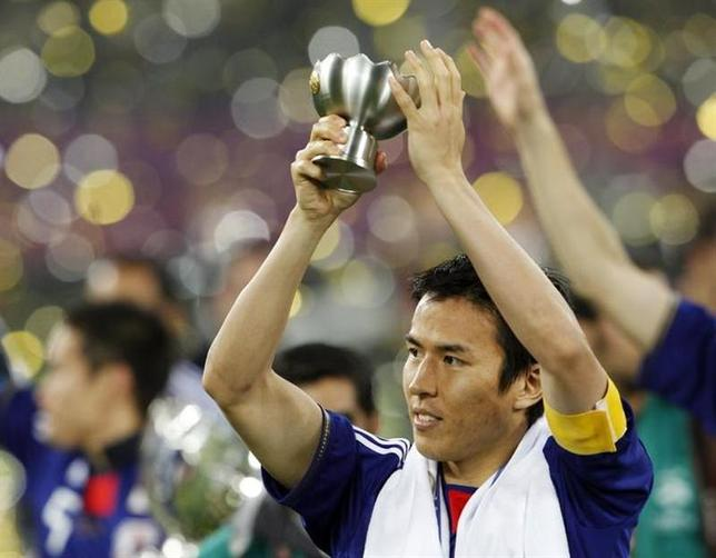 Japan's captain Makoto Hasebe applauds the spectators after their 2011 Asian Cup final soccer match win against Australia at Khalifa stadium in Doha January 29, 2011. REUTERS/Toru Hanai