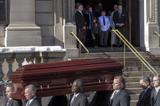 The casket is carried following the funeral for actor Phillip Seymour Hoffman in the Manhattan borough of New York, February 7, 2014. REUTERS/Brendan McDermid