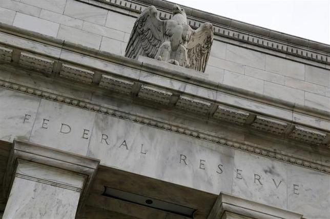 2月28日、米連邦準備理事会(FRB)に在籍した著名エコノミストらは、FRBが利上げを開始する際には昨夏のような金融市場の混乱が再び起きる可能性が高いと警告した。昨年7月撮影(2014年 ロイター/Jonathan Ernst)