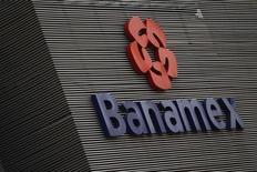 Imagen de un logo de Banamex en Ciudad de México. REUTERS/Edgard Garrido. La Comisión de Bolsas y Valores de Estados Unidos (SEC) está investigando a Citigroup por fraude contable después de que el banco revelara préstamos tóxicos en su unidad mexicana Banamex, dijo una fuente cercana a la investigación.