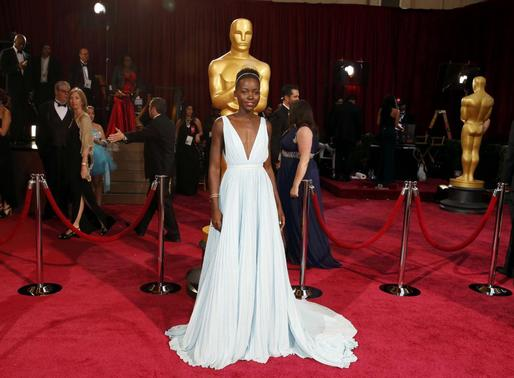 Lupita Nyong'o, best supporting actress nominee for her role in '12 Years a Slave' and wearing a Prada gown, arrives at the 86th Academy Awards in Hollywood, California March 2, 2014. REUTERS-Adrees Latif