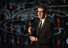 """Steven Price fatura Oscar de melhor trilha sonora por """"Gravidade"""", em Los Angeles, nesta segunda-feira. 03/03/2014 REUTERS/Lucy Nicholson"""