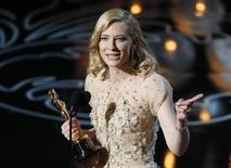 """Cate Blanchett habla en el escenario luego de recibir el Oscar a mejor actriz por su papel en """"Blue Jasmine"""" en la octogésima sexta entrega de los premios de la Academia de Artes y Ciencias Cinematográficas de Estados Unidos en Hollywood, California, 2 de marzo del 2014. REUTERS/Lucy Nicholson"""