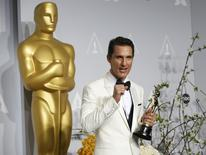 "Matthew McConaughey holds his Oscar for Best Actor for the film ""Dallas Buyers Club"" at the 86th Academy Awards in Hollywood, California March 2, 2014 REUTERS/ Mario Anzuoni"
