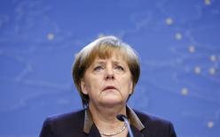 Канцлер Германии Ангела Меркель на пресс-конференции по окончании саммита глав стран ЕС в Брюсселе 20 декабря 2013 года. Президент России Владимир Путин принял предложение канцлера Германии Ангелы Меркель начать переговоры о политическом урегулировании вокруг Украины при посредничестве ОБСЕ, заявил в воскресенье Берлин. REUTERS/Francois Lenoir