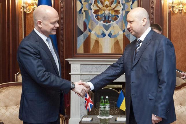 Ukraine's acting President Oleksander Turchinov (R) meets with British Foreign Secretary William Hague in Kiev, March 3, 2014. REUTERS/Anastasia Sirotkina/Pool