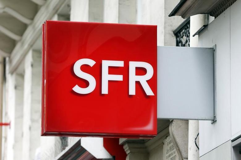 The logo of French mobile phone operator SFR is seen on a shop in Paris August 29, 2013. REUTERS/Charles Platiau