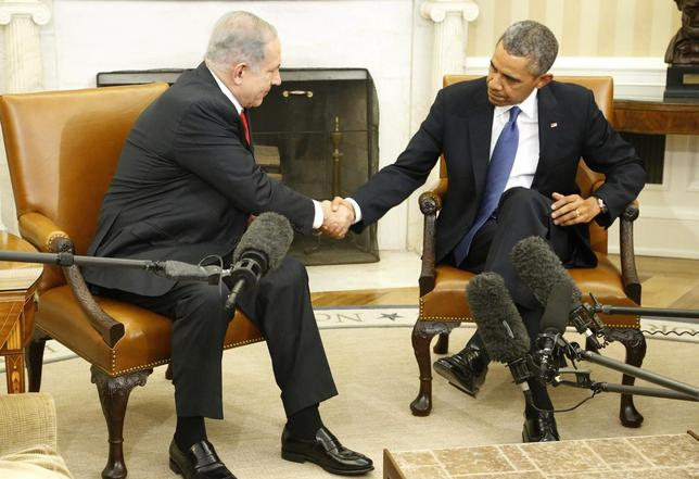 Israel's Prime Minister Benjamin Netanyahu (L) shakes hands with U.S. President Barack Obama as they sit down to meet in the Oval Office of the White House in Washington March 3, 2014. REUTERS/Jonathan Ernst