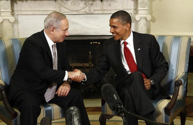 U.S. President Barack Obama shakes hands with Israeli Prime Minister Benjamin Netanyahu in the Oval Office of the White House in Washington July 6, 2010. REUTERS/Kevin Lamarque